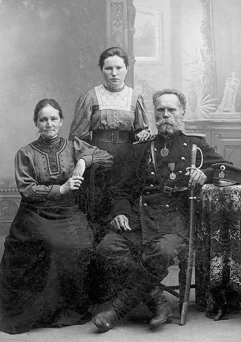 Мученица Нина (Кузнецова) с родителями