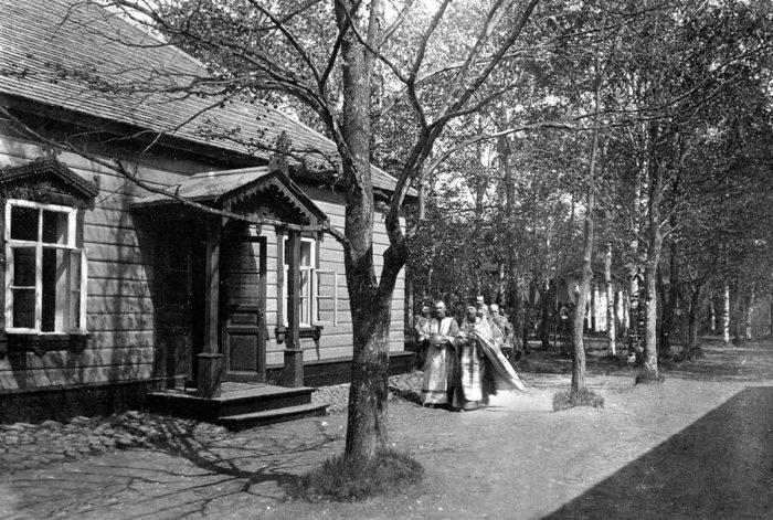 Священник Димитрий Беневоленский. Освящение дома. 1910-е годы